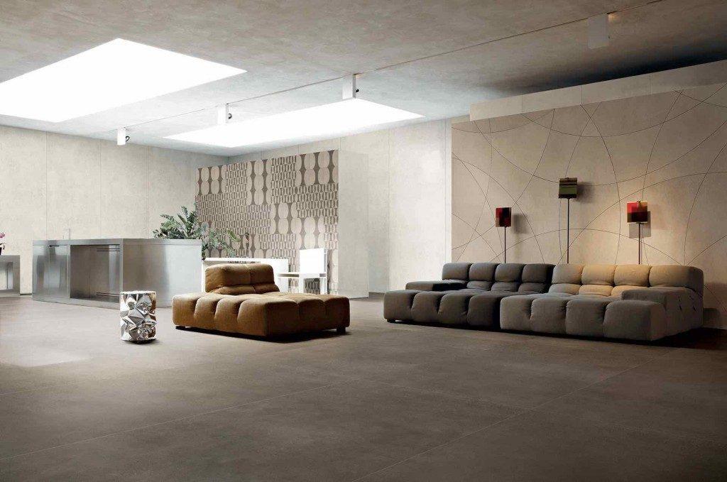 Groot formaat tegels in een woonruimte